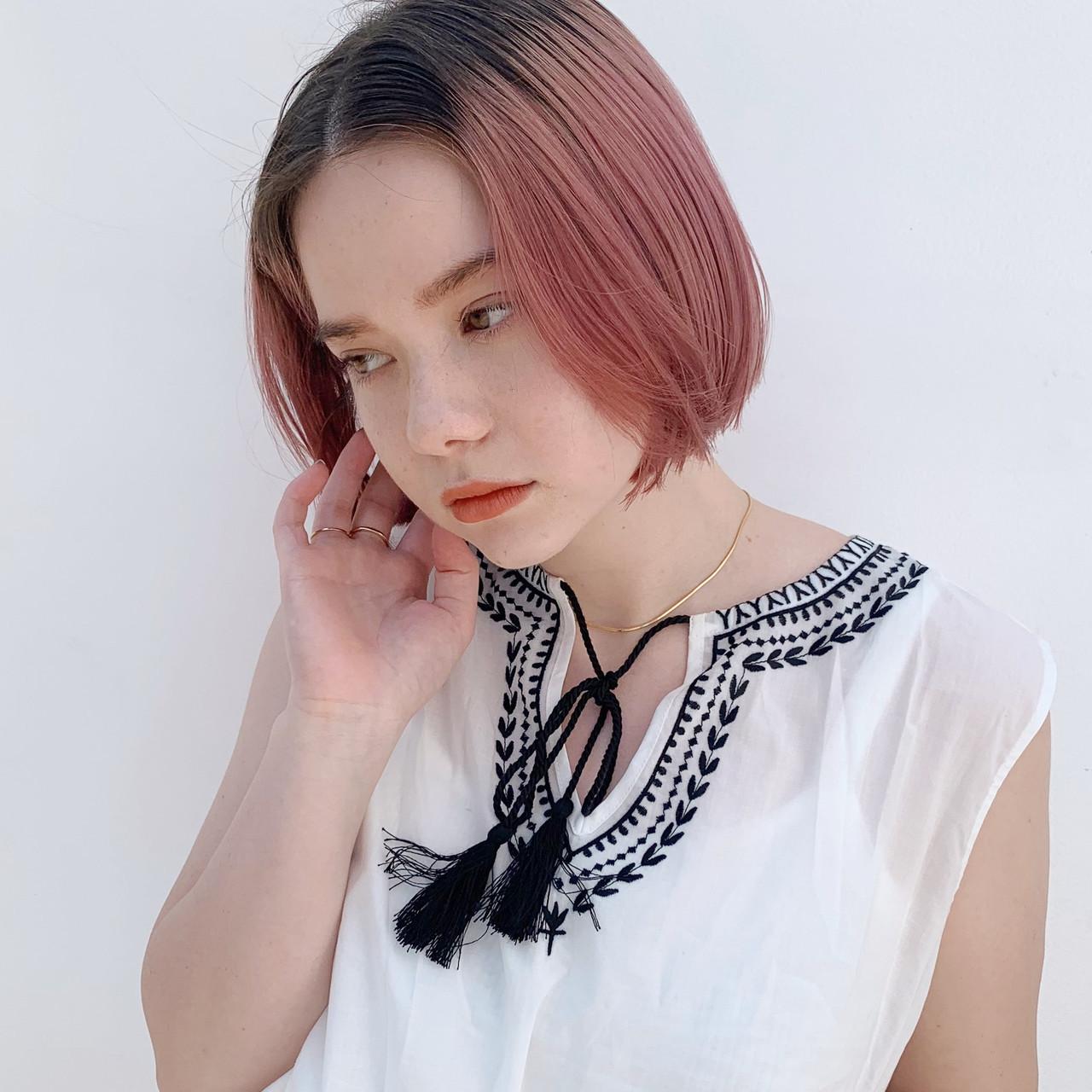 ハイトーンカラー ミニボブ ピンクベージュ ハイトーン ヘアスタイルや髪型の写真・画像