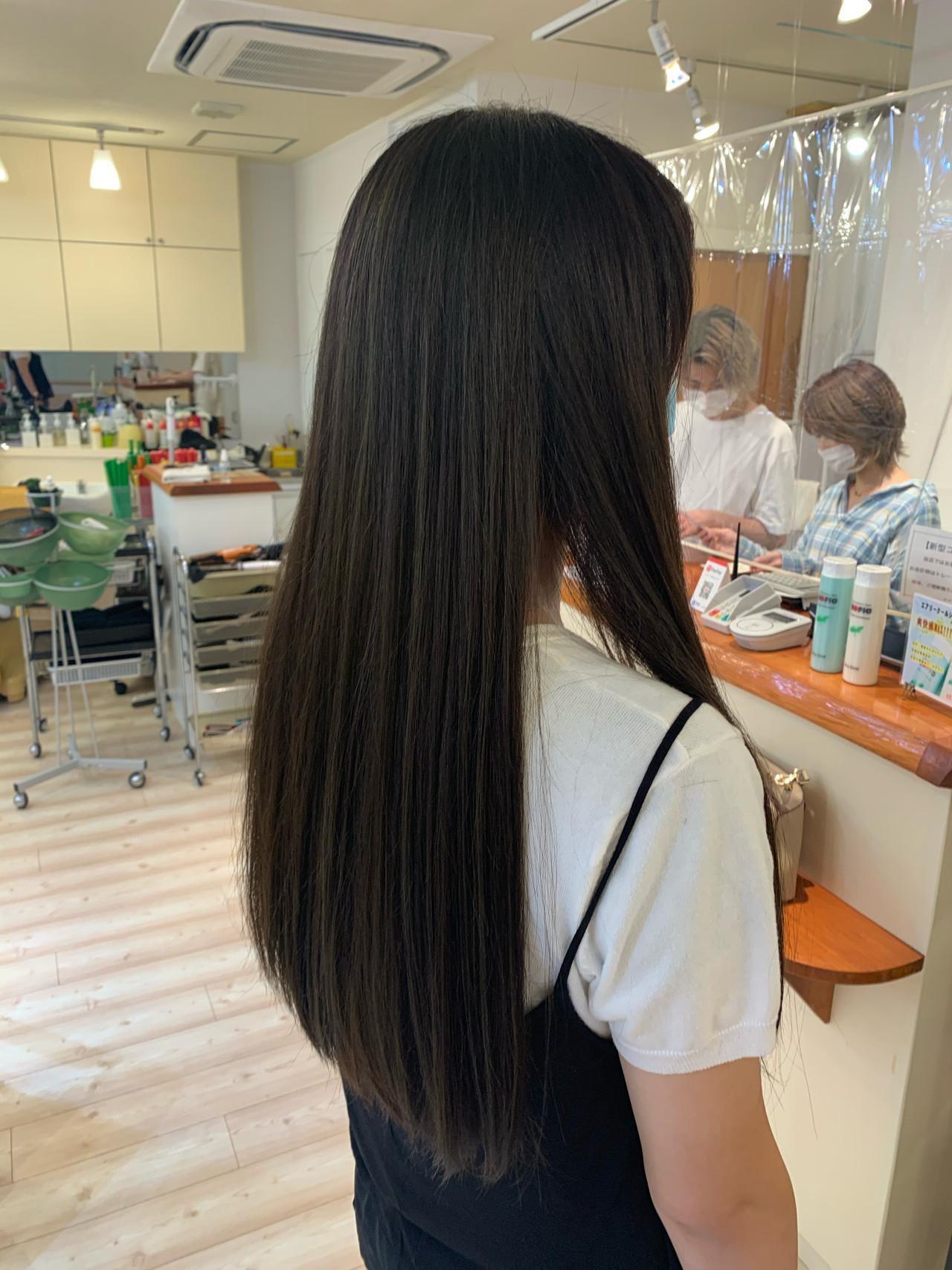 ロング くすみカラー エレガント マットグレージュ ヘアスタイルや髪型の写真・画像