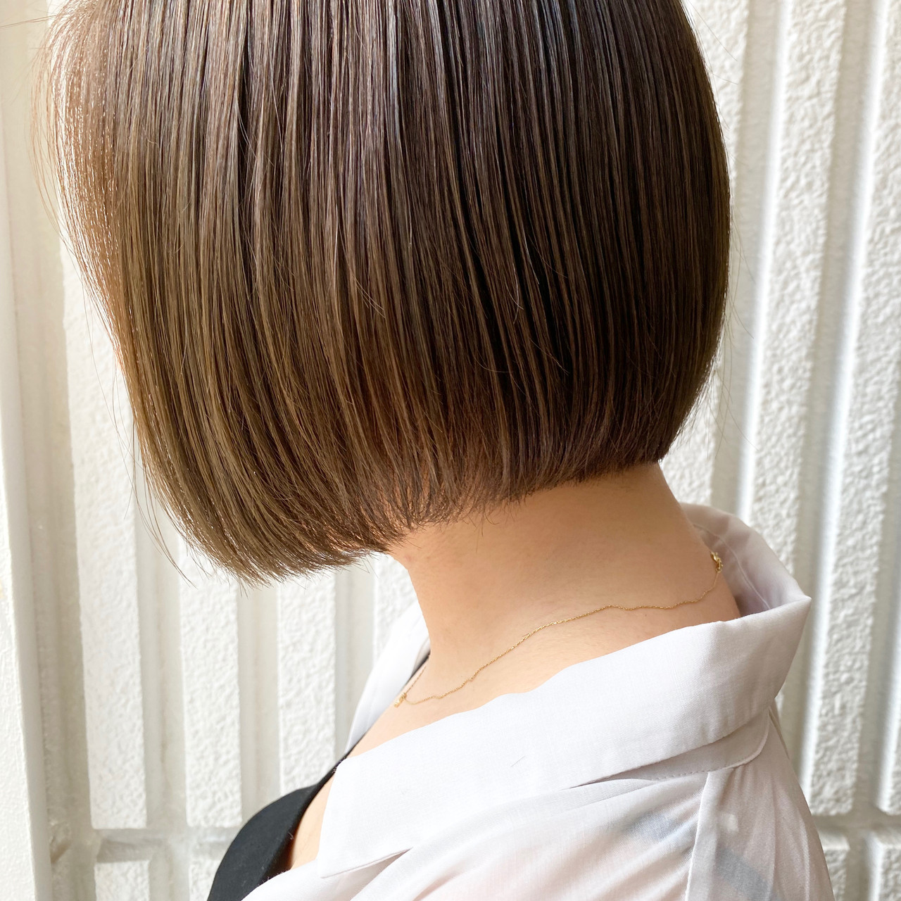 ショートボブ ベージュ ボブ 前下がりボブ ヘアスタイルや髪型の写真・画像