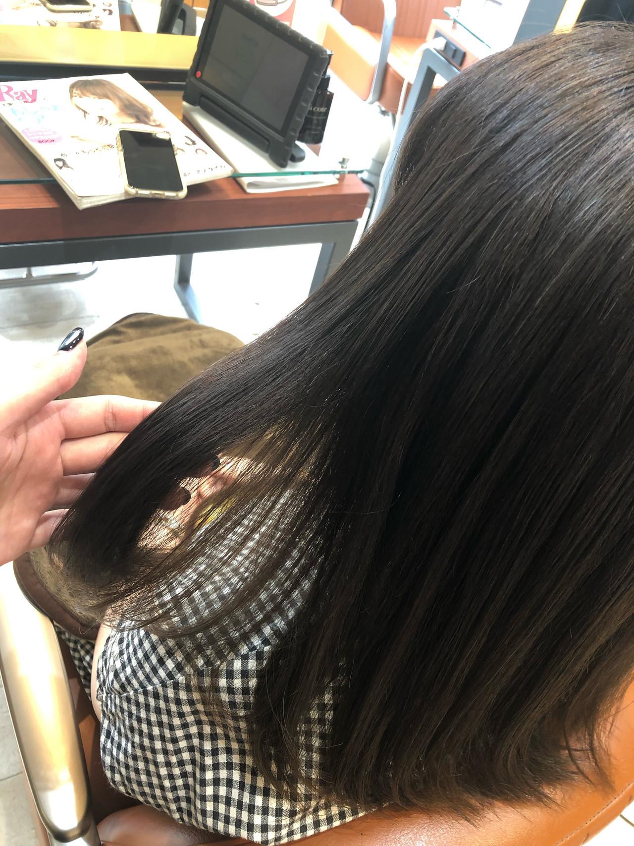 艶髪 切りっぱなしボブ ミディアム カーキ ヘアスタイルや髪型の写真・画像