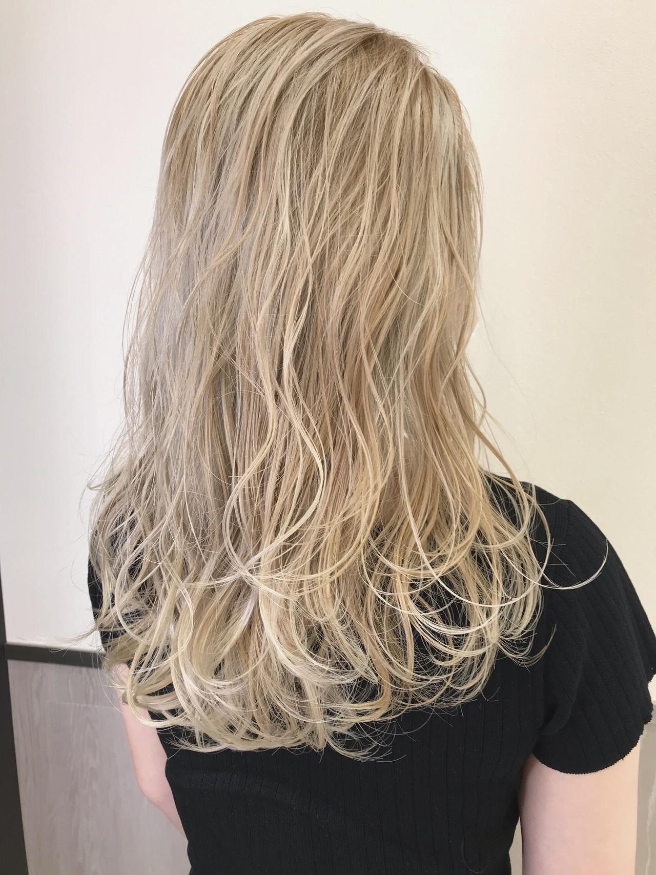 まとめ髪 ヘアアレンジ インナーカラー プラチナブロンド ヘアスタイルや髪型の写真・画像