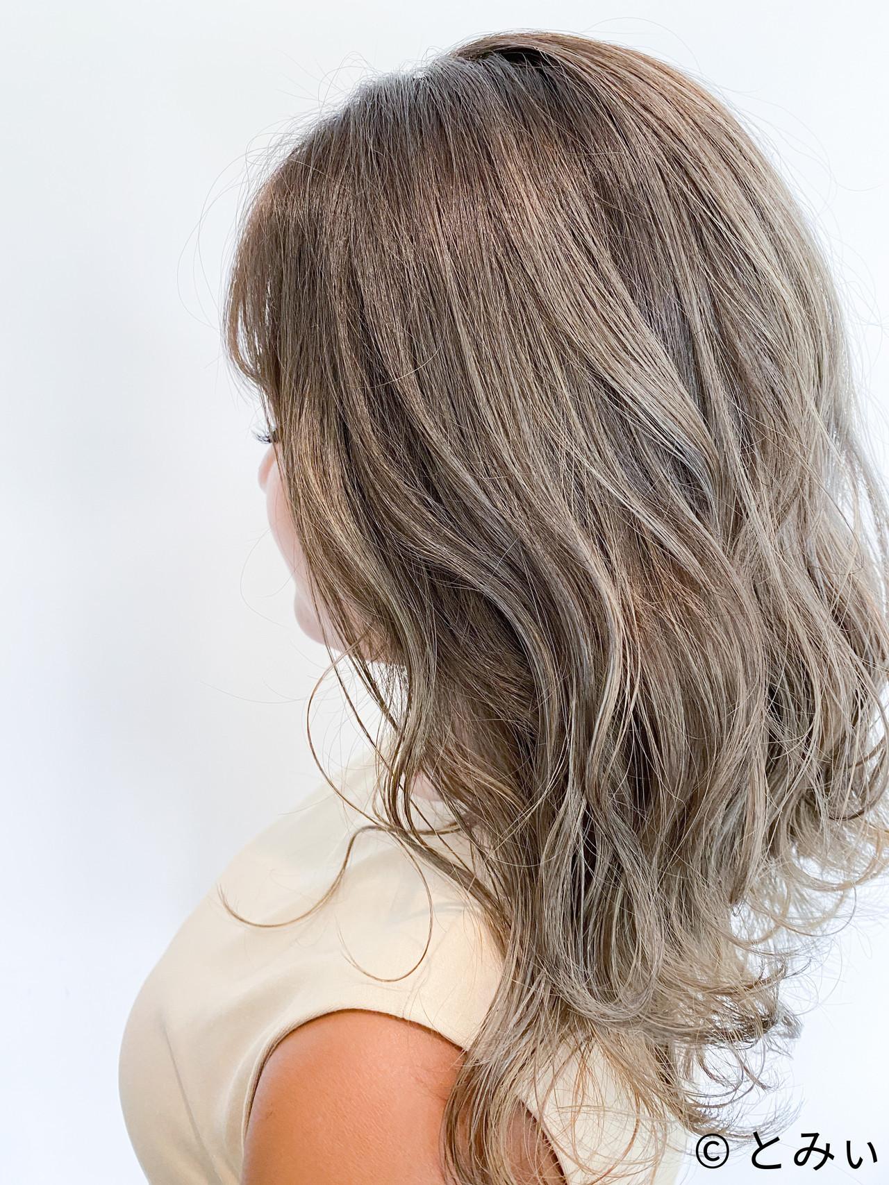 エアータッチ セミロング バレイヤージュ ブリーチ ヘアスタイルや髪型の写真・画像