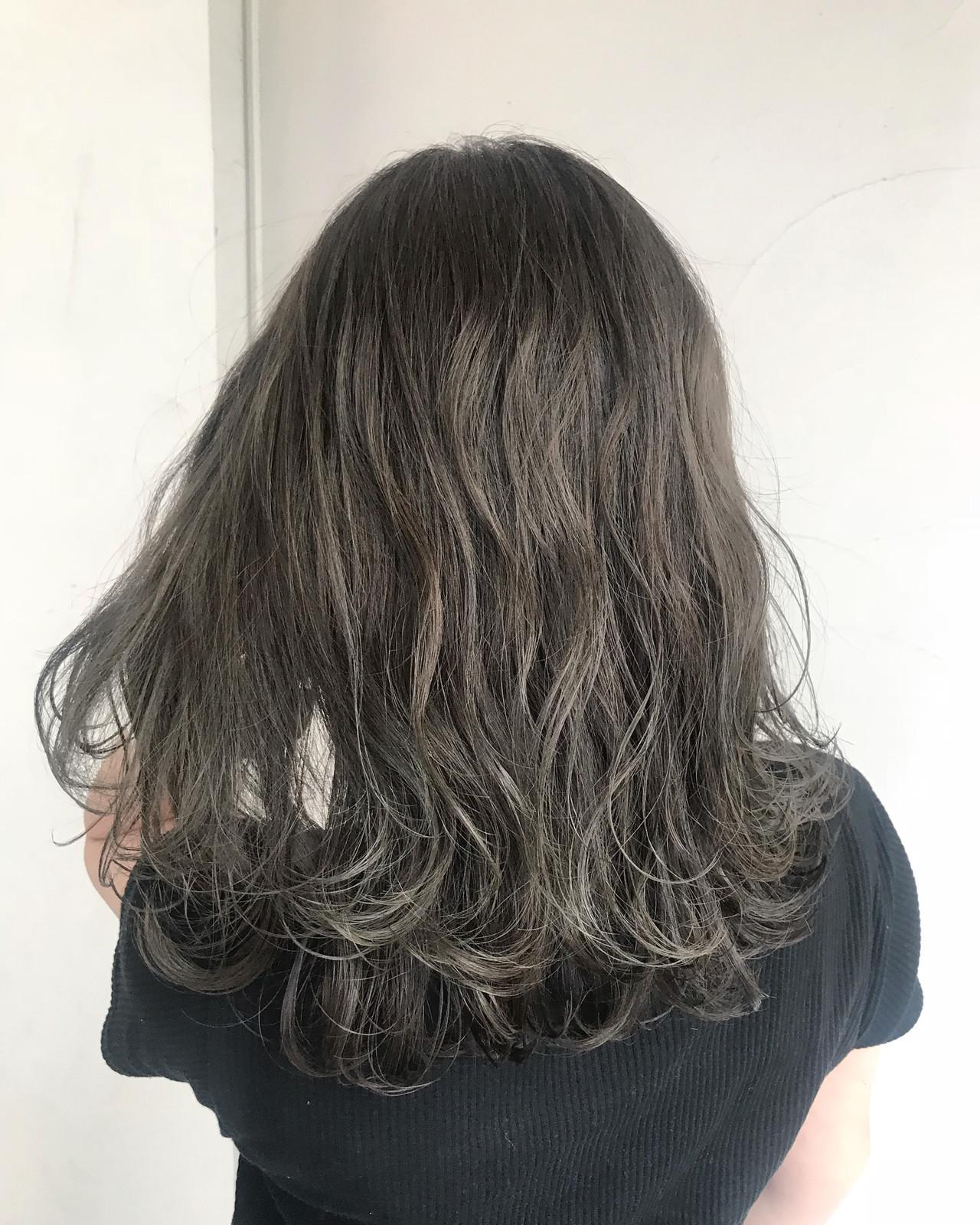 透明感 ゆるふわ グレージュ ストリート ヘアスタイルや髪型の写真・画像