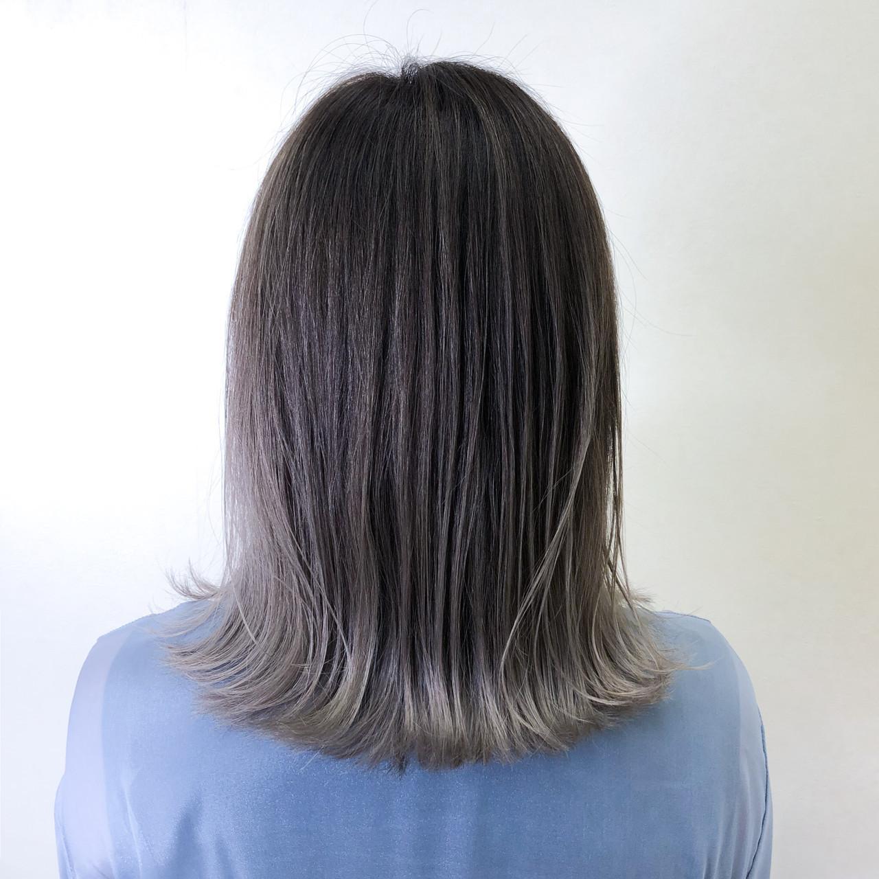 ストリート バレイヤージュ コントラストハイライト アッシュグレー ヘアスタイルや髪型の写真・画像