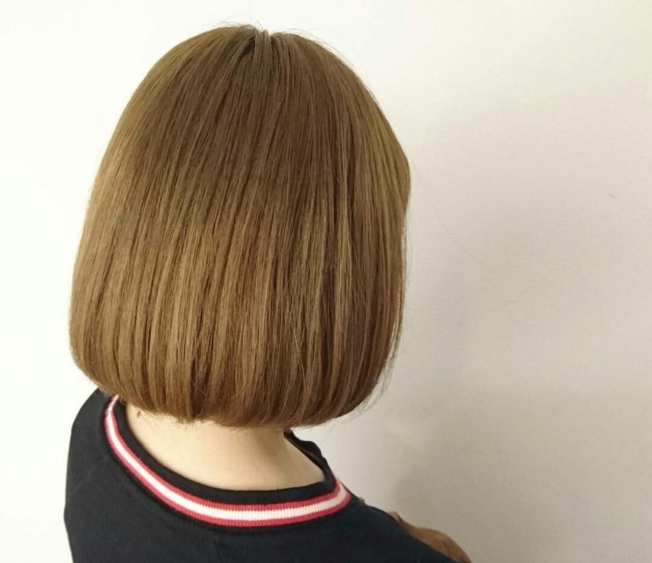 ブリーチ ベージュ ボブ イエロー ヘアスタイルや髪型の写真・画像