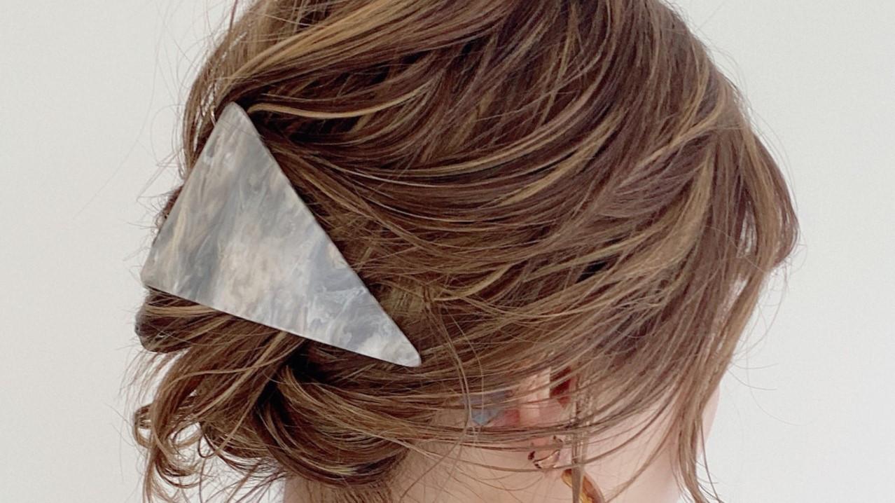便利でおしゃれなヘアアクセ3選!不器用さんでも簡単に使えるアクセサリー