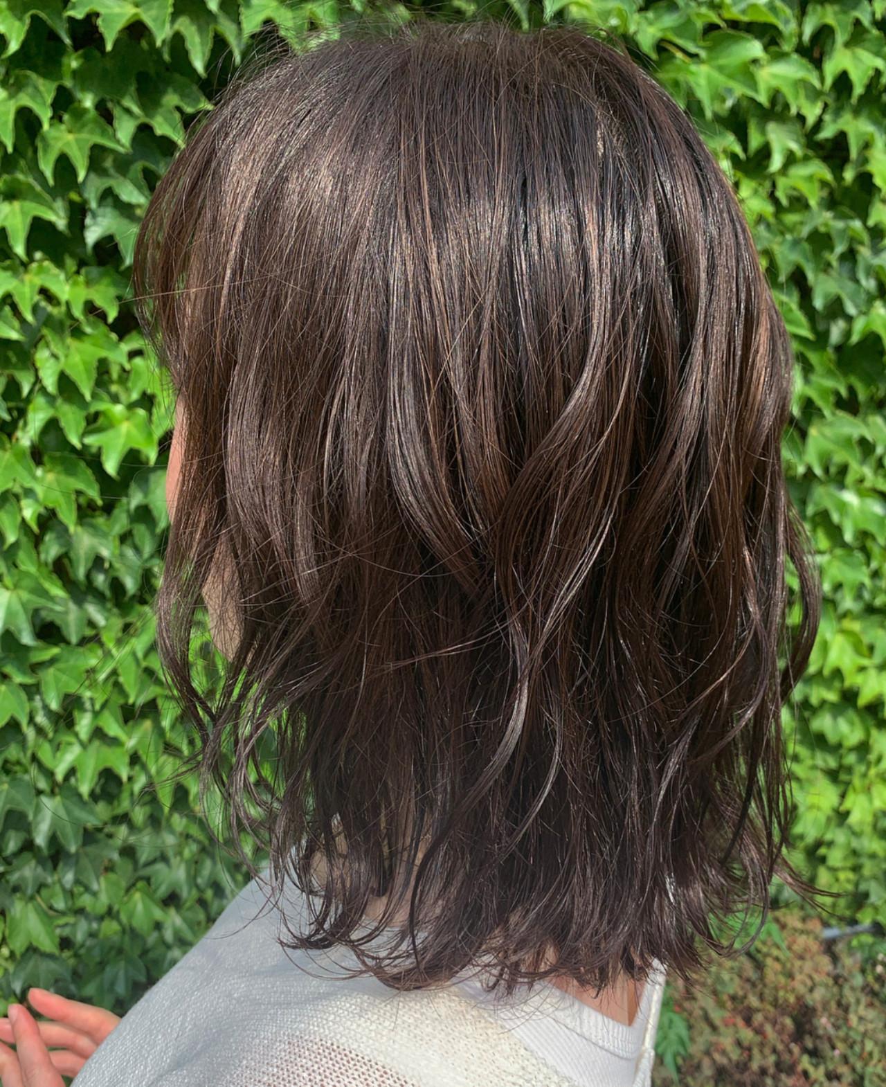 ミディアム ラベージュ ウルフカット 大人ハイライト ヘアスタイルや髪型の写真・画像