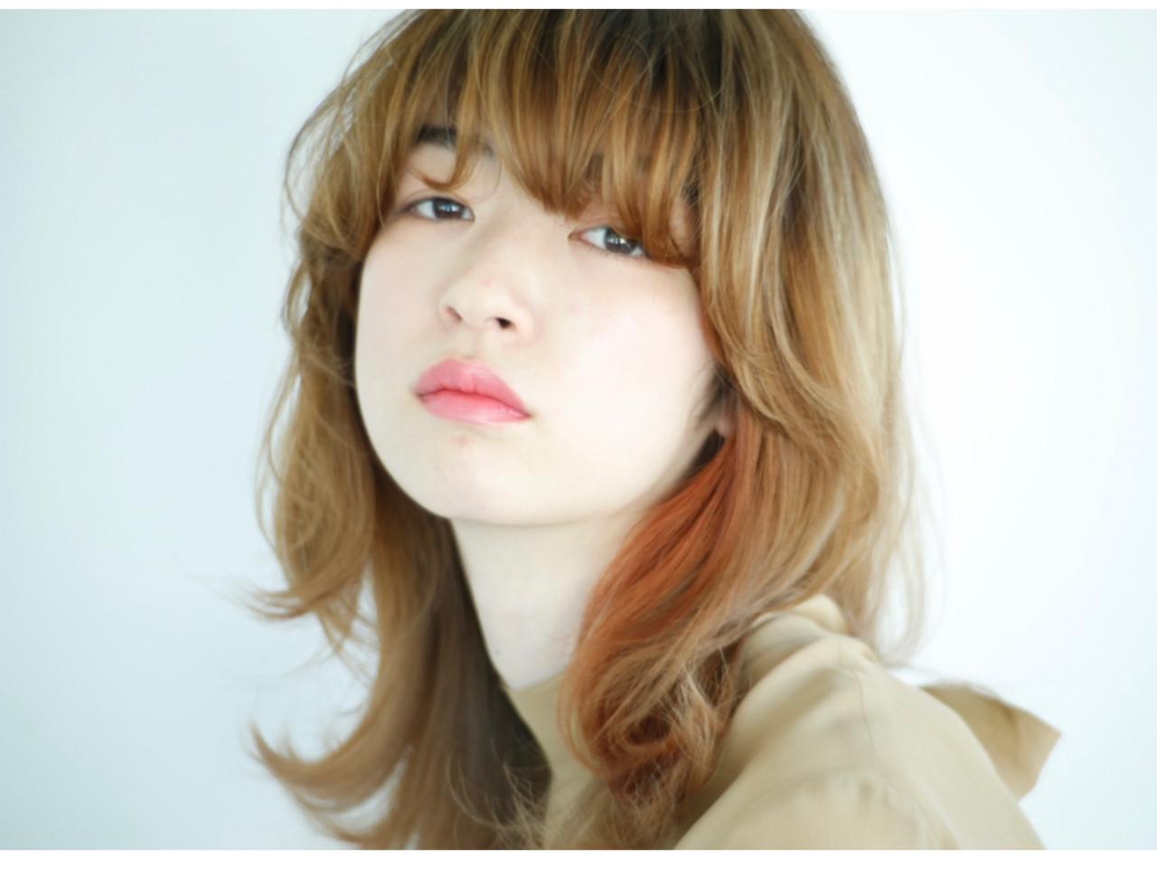ハイトーンカラー ミディアム インナーカラー マッシュウルフ ヘアスタイルや髪型の写真・画像
