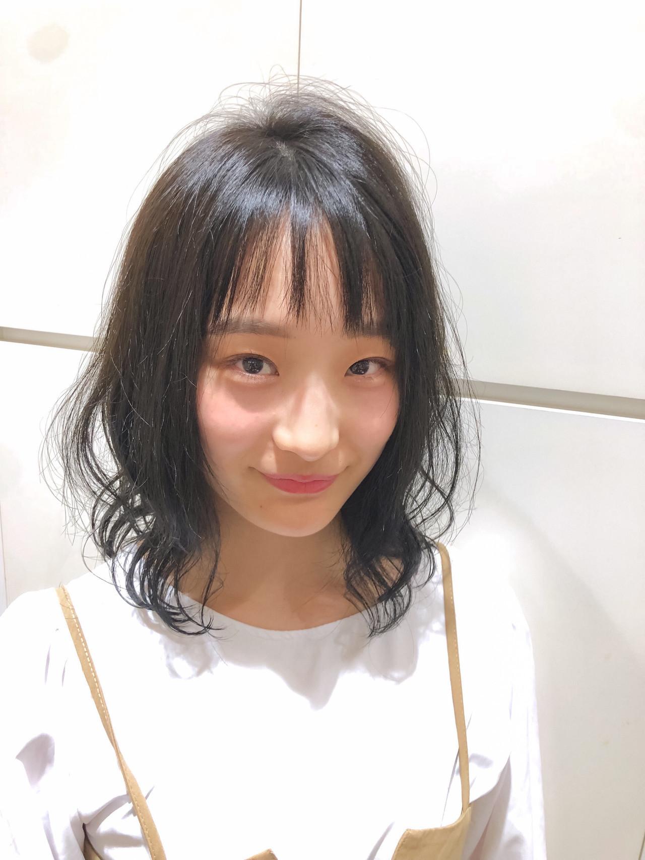 イメチェン ミディアムレイヤー フェミニン レイヤースタイル ヘアスタイルや髪型の写真・画像