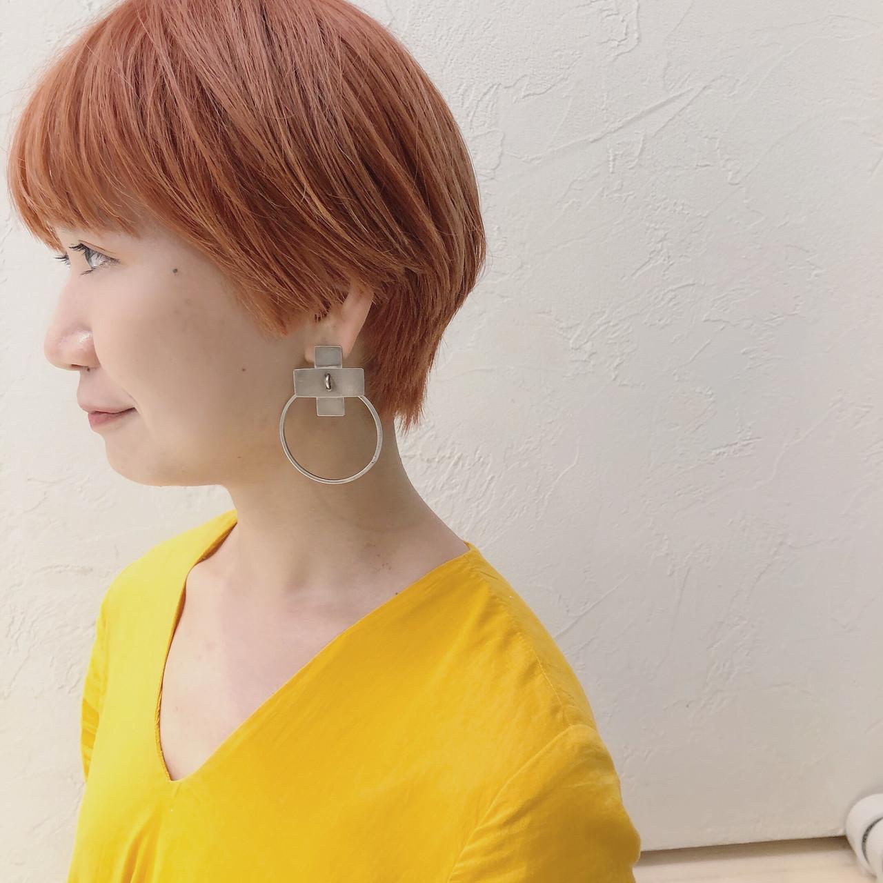 オレンジベージュ ストリート サーモンピンク ショート ヘアスタイルや髪型の写真・画像