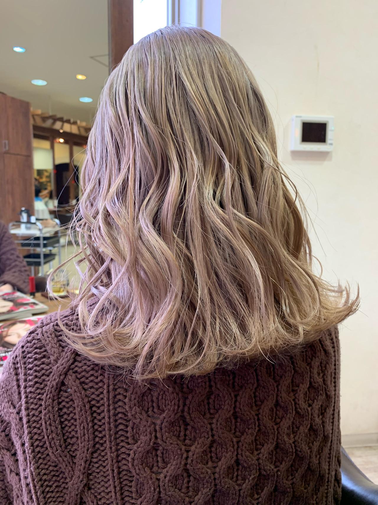 モード ヌーディベージュ ミディアム ミルクティー ヘアスタイルや髪型の写真・画像