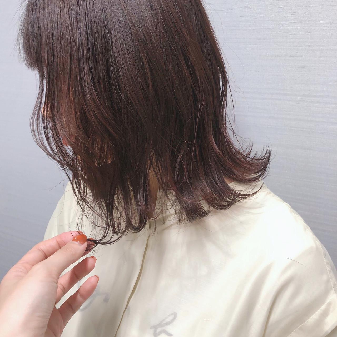 大人ミディアム ピンク ナチュラル ピンクベージュ ヘアスタイルや髪型の写真・画像