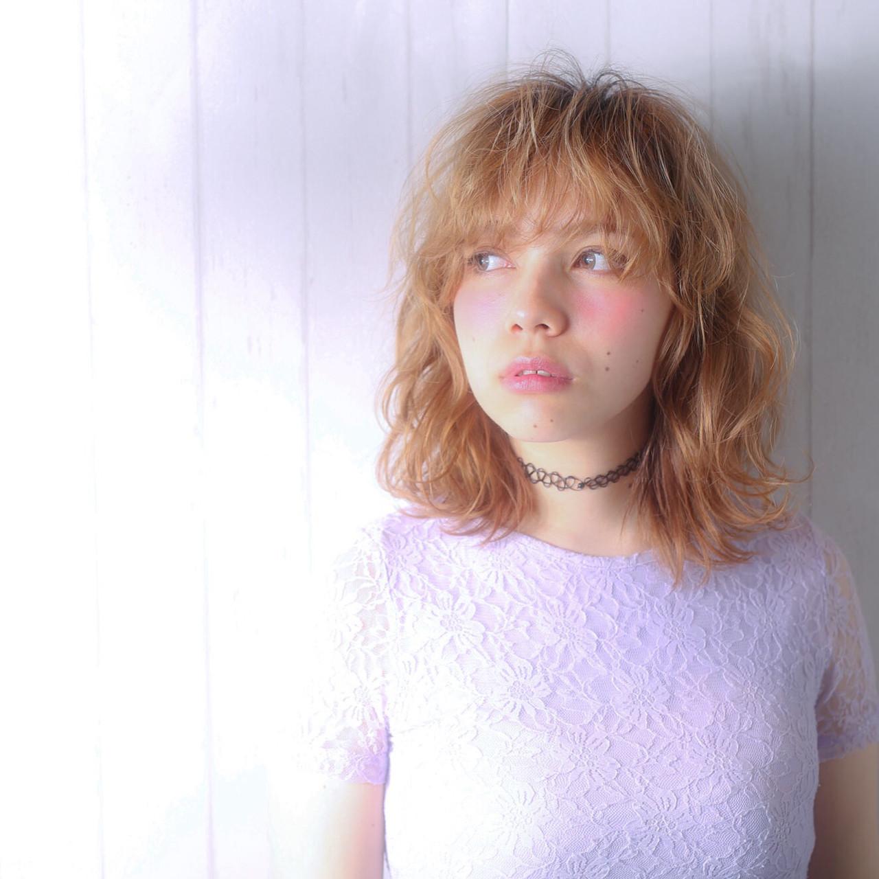 前髪あり ミディアム ガーリー パーマ ヘアスタイルや髪型の写真・画像