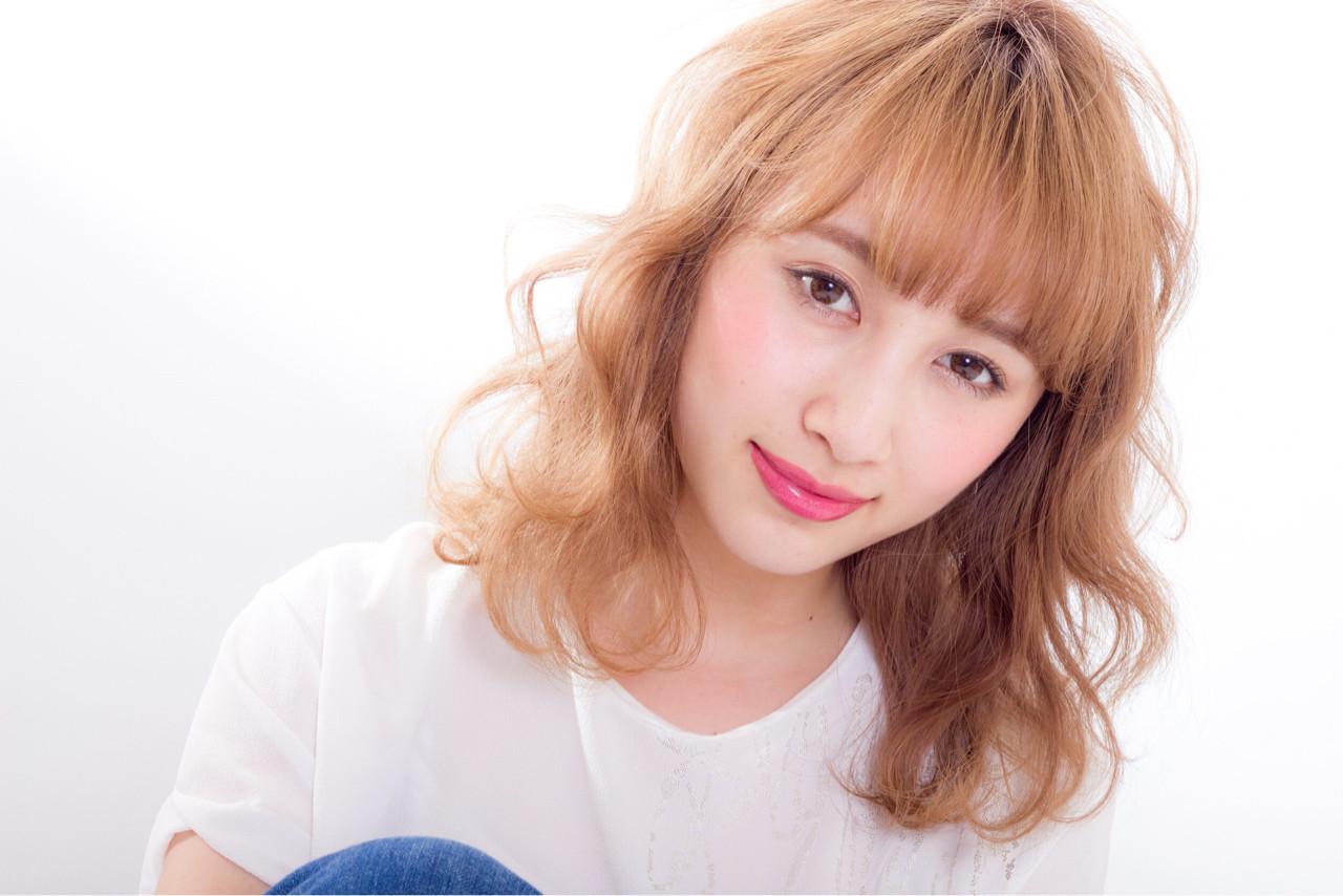 ミディアム フェミニン ブリーチ パーマ ヘアスタイルや髪型の写真・画像