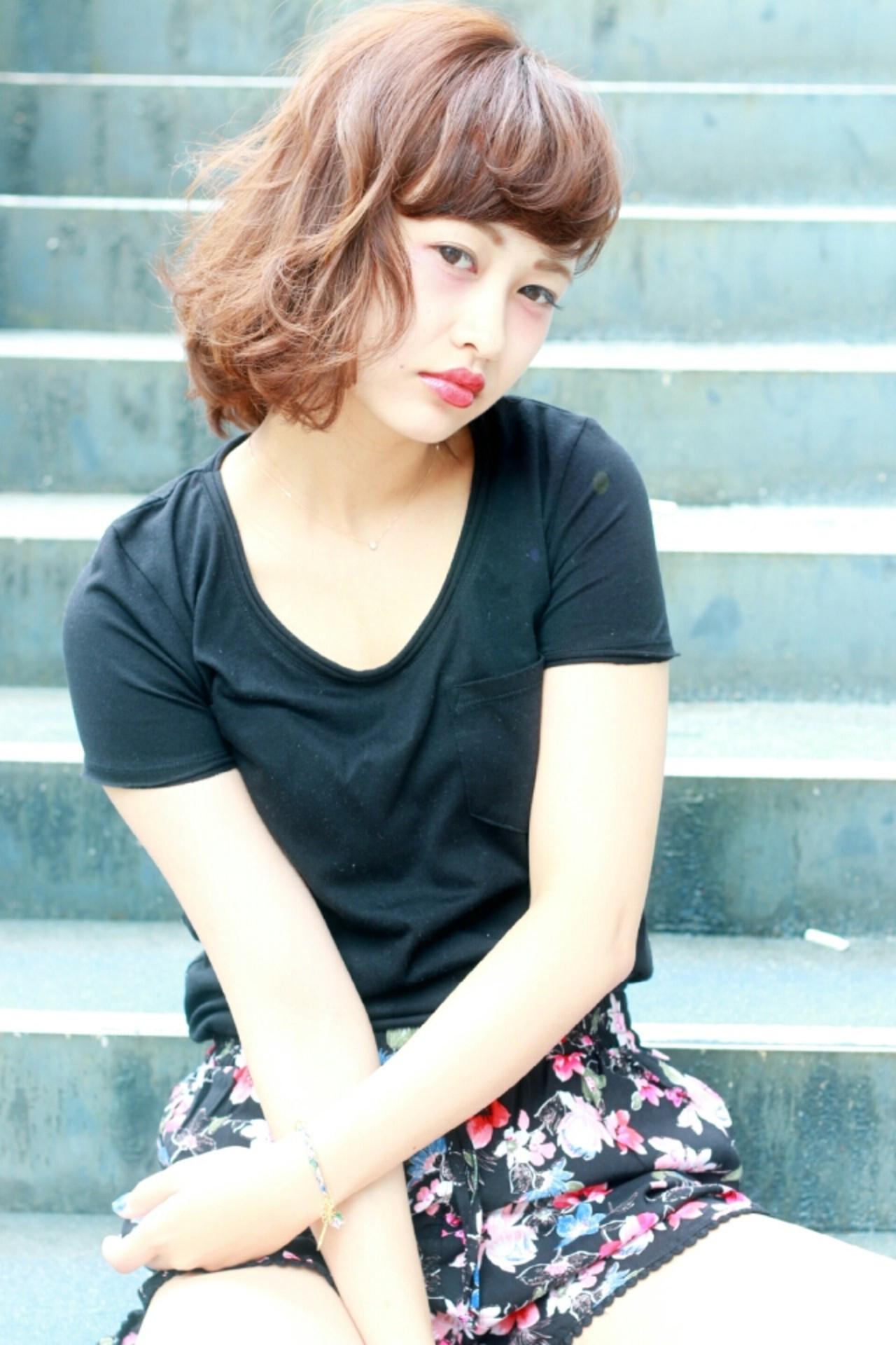 ブラウン 外国人風 ボブ ストリート ヘアスタイルや髪型の写真・画像