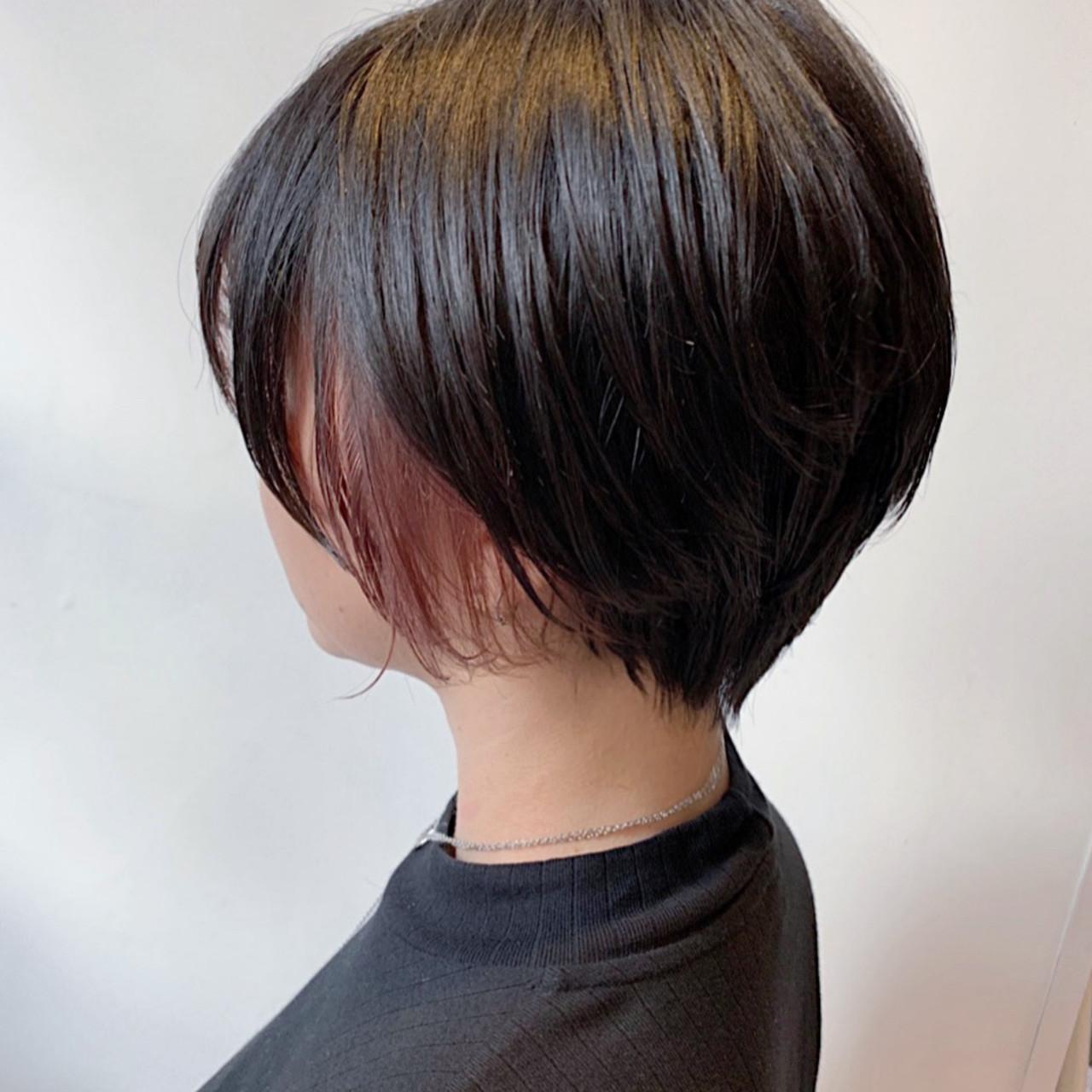 外国人風フェミニン イヤリングカラー インナーカラー ピンクベージュ ヘアスタイルや髪型の写真・画像[エリア]