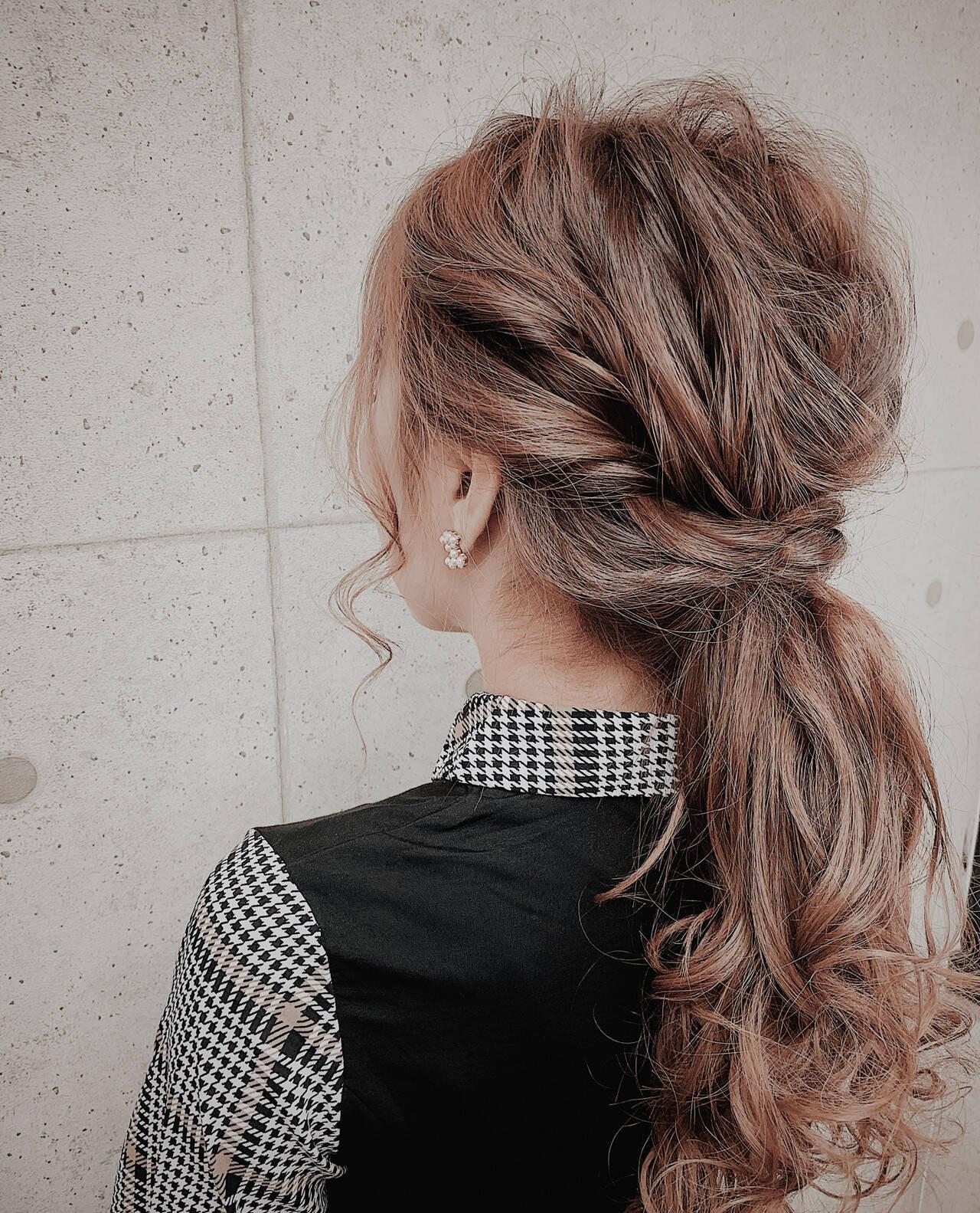 ステップ③髪を摘みながら引き出す。お好みでヘアアクセをつけても◎ Muuka♡  hair make salon Revier